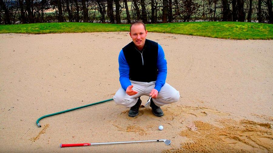 Ball im Bunker - Golfregeln - Eigener Schläger